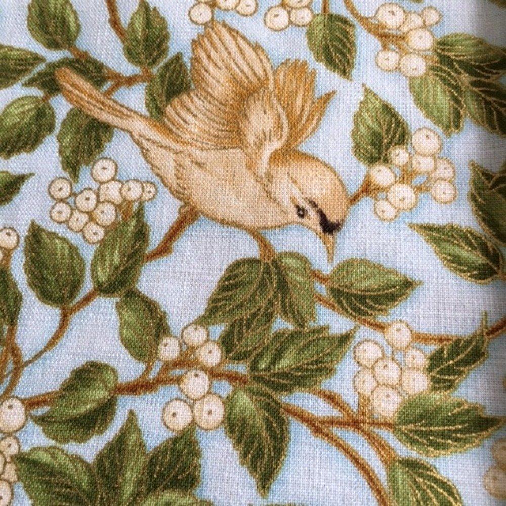 Tissu patchwork en coton doré,  japonais, R Kaufman  thème des oiseaux, volatiles dans les baies blanches, neuf,  110/51 c