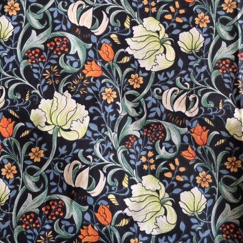 Tissu patchwork, coton, soyeux, fond marine, fleurs crème, orangées, bleues, vente par 52/50 cm