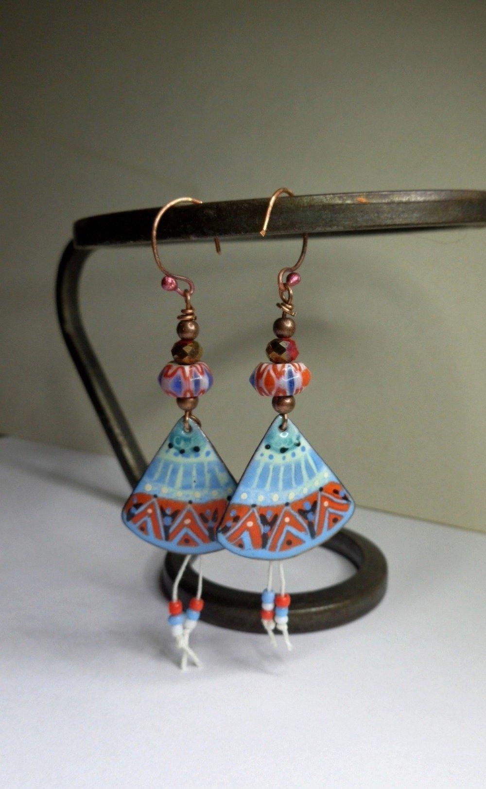 Boucles d'oreille ethnique chic, cuivre émaillé, perles chevron tibétaines