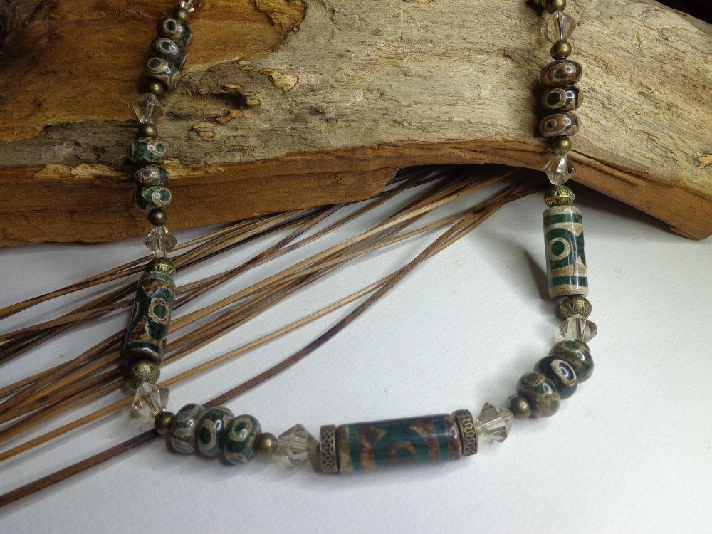 Collier ethnique chic court, agates dzi tibétaines vertes, collier boho chic, perles ethniques, cristal facetté, cadeau femme.
