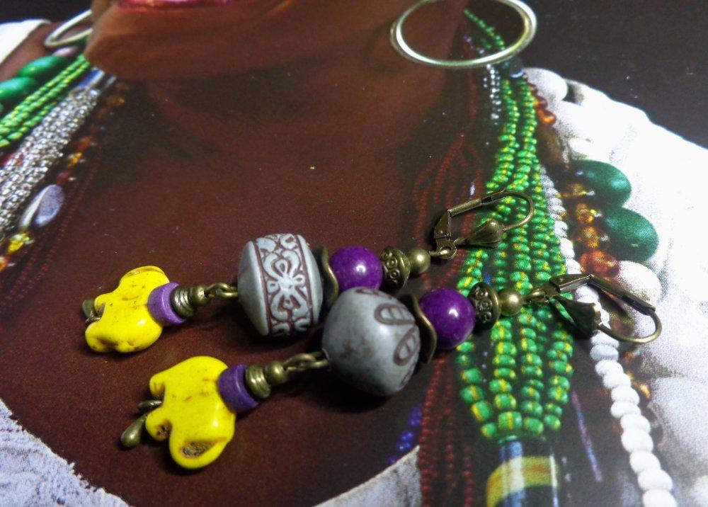 Boucles d'oreille éléphants fantaisies, bohèmes, ethniques, perles lucite asymétriques, jade mashan, howlite, violet et jaune