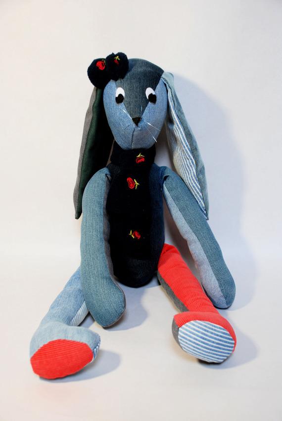 lapin objet décoratif en tissu jeans et velours