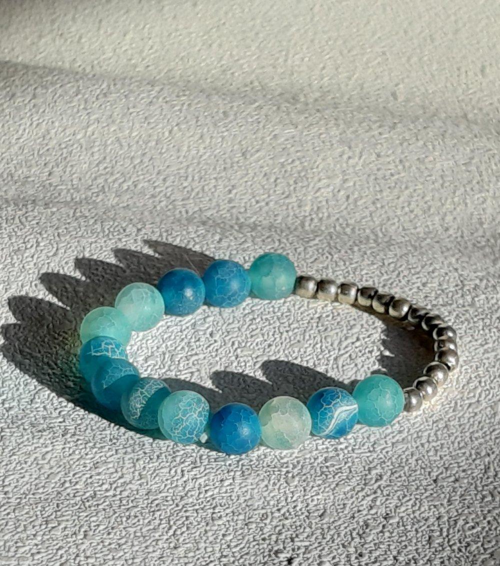 Bracelet élastique perles naturelles agates givrées craquelées bleues