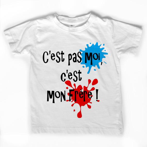 """T-shirt blanc """"C'est pas moi, c'est mon frère!"""" avec taches personnalisables."""