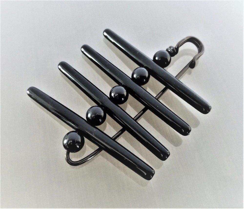 Broche avec perles longues et rondes de coloris noir