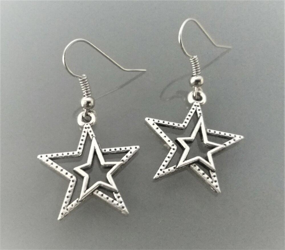 Boucles d'oreille étoiles coloris argent