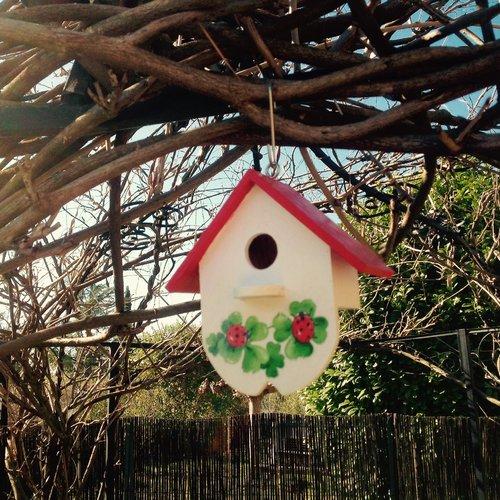 Nichoir à oiseaux en bois