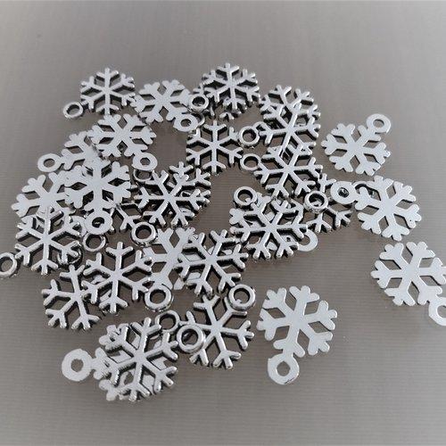 30 breloques flocons de neige noël métal coloris argent