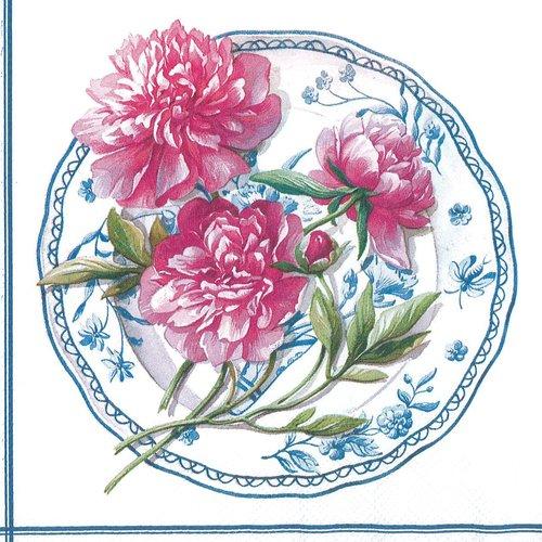 Serviette papier poule rose et pivoine sur assiette romantique