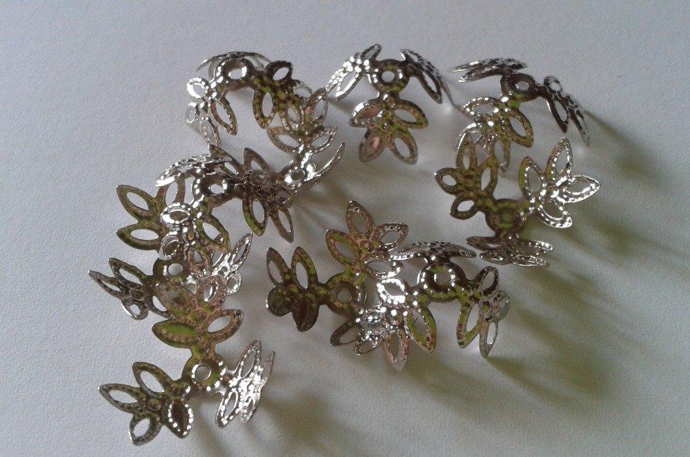 10 coupelles fleuris argentées