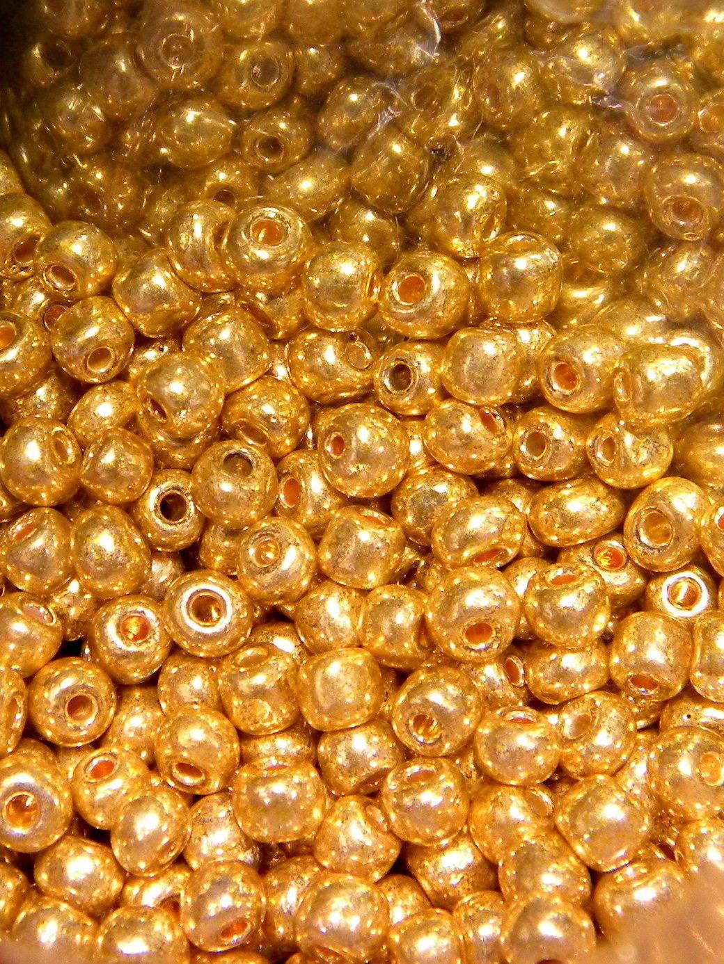 10 gr perles de rocaille verre doré 4 mm  ROC68