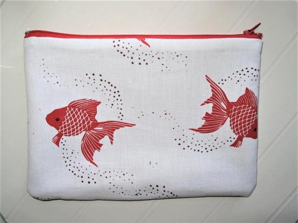 Trousse à maquillage Pochette tissu motifs Poissons rouges zip rouge sur fond blanc