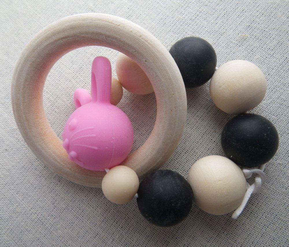Hochet de dentition noir et rose lapin inspiration Montessori