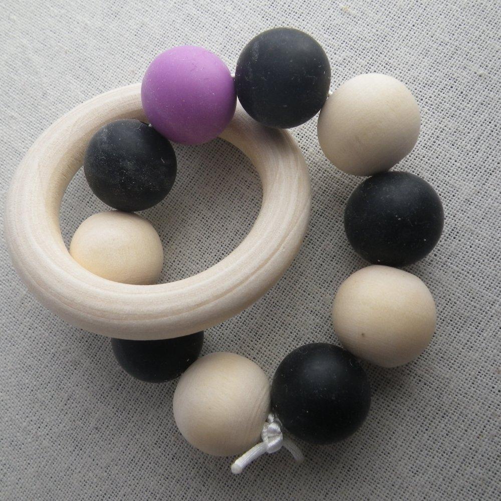 Hochet de dentition violet et noir inspiration Montessori