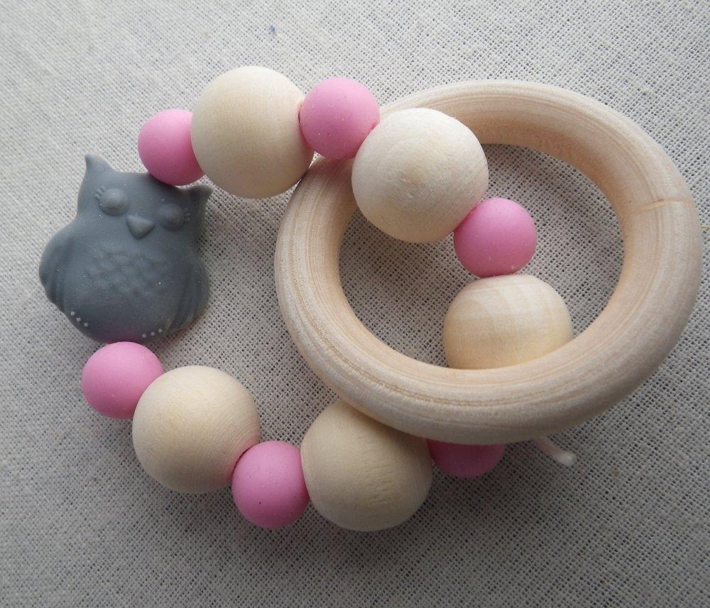 Hochet de dentition gris et rose chouette inspiration Montessori