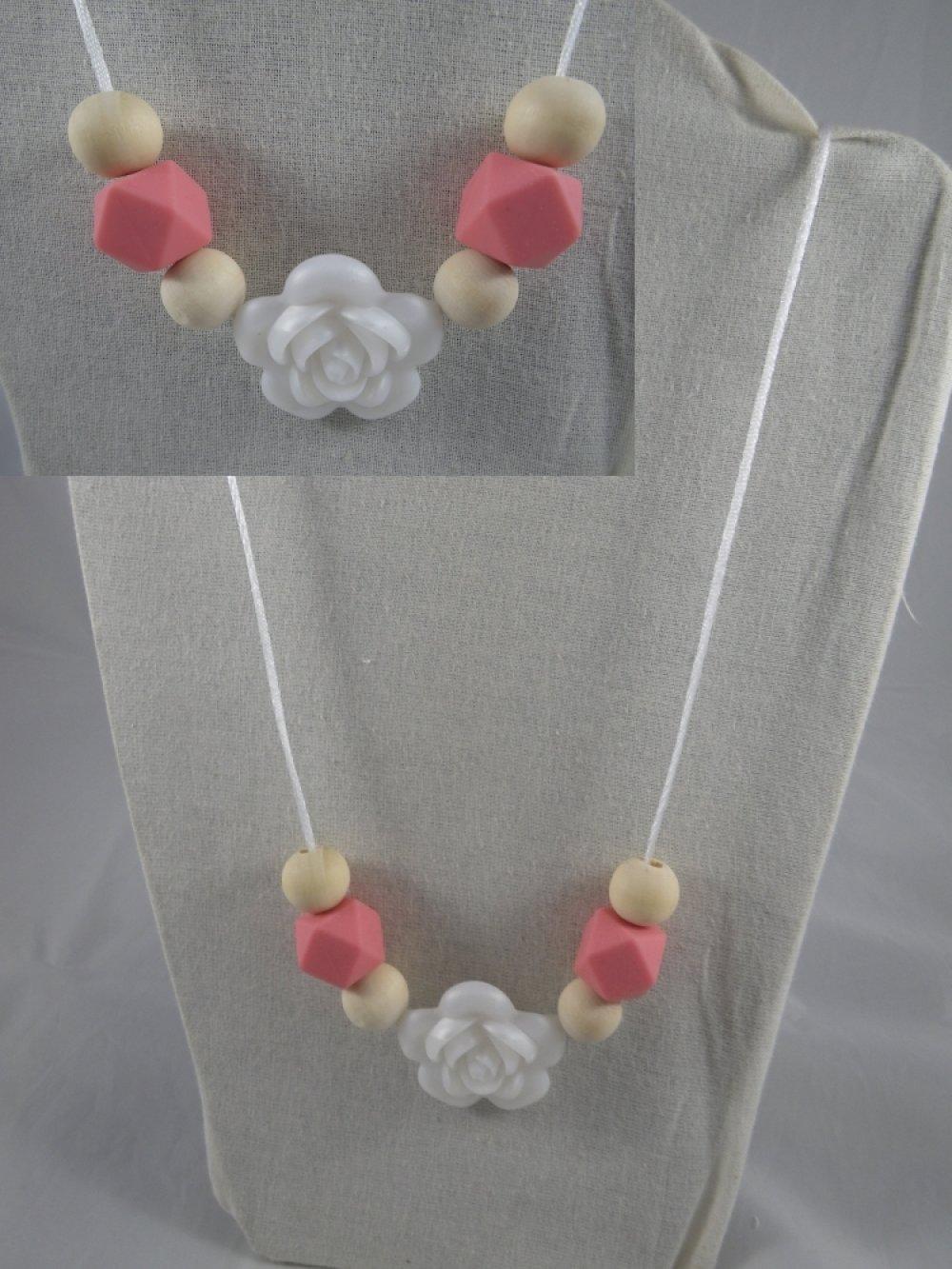 Collier de portage / allaitement rose et blanc