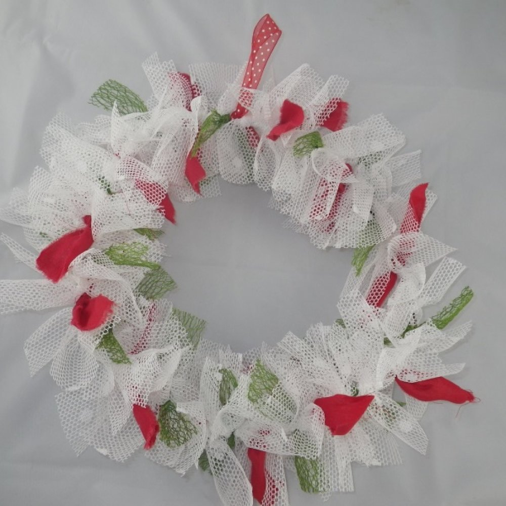 Couronne de Noël en tissu blanc, rouge et vert