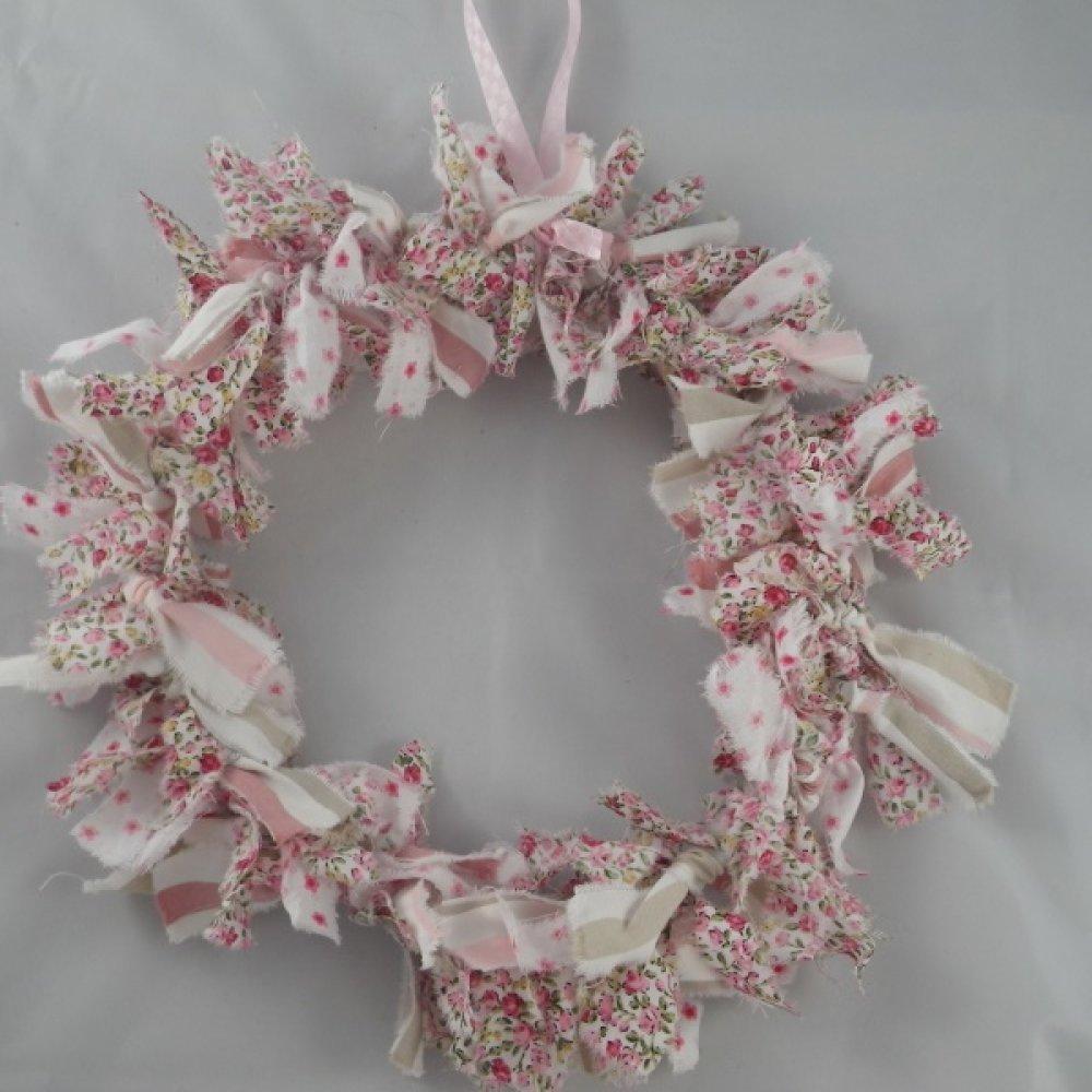 Couronne de Noël en tissu blanc, rose et liberty