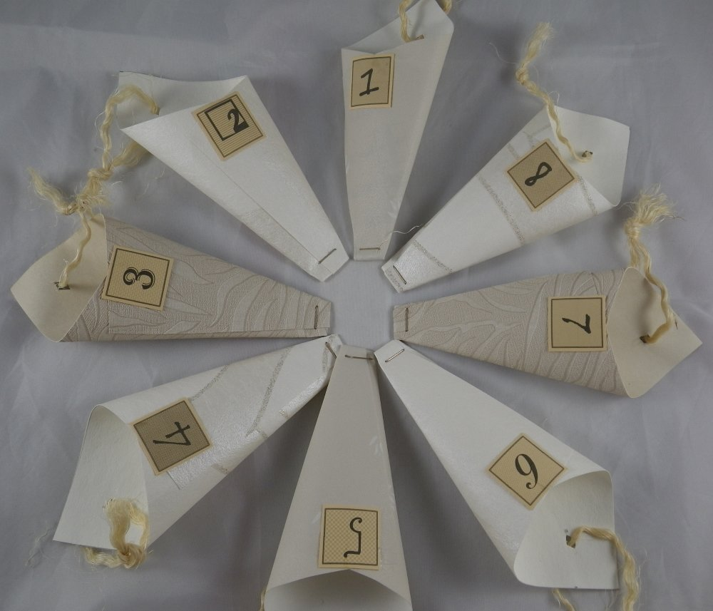 Calendrier de l'avent camaieu de beiges en papier