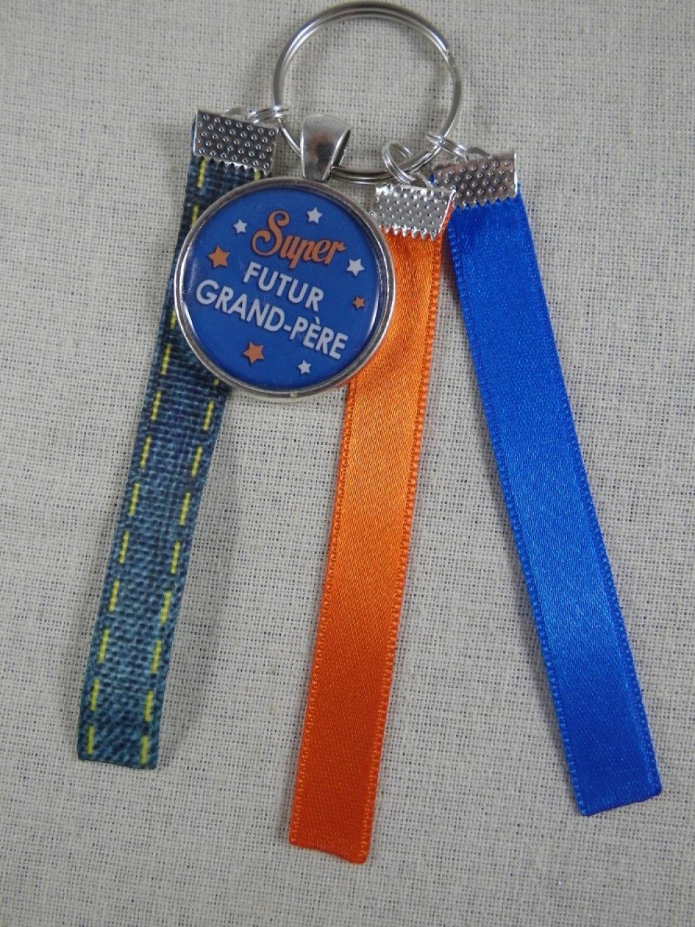 """Porte clés orange et bleu """"Super futur grand-père"""""""