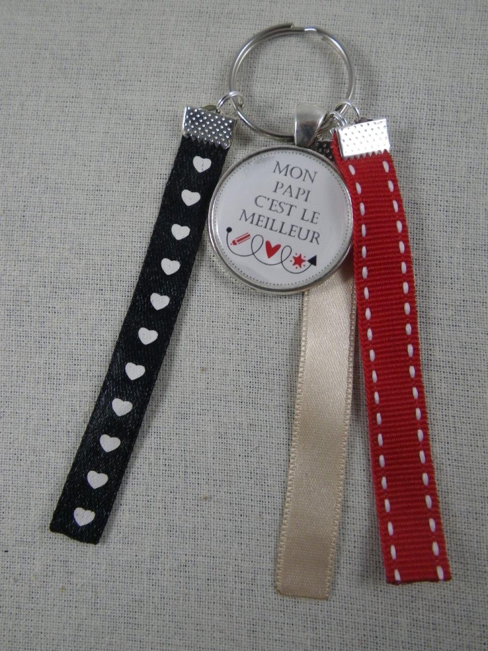 """Porte clés rouge, beige et noir """"Mon papi c'est le meilleur"""""""