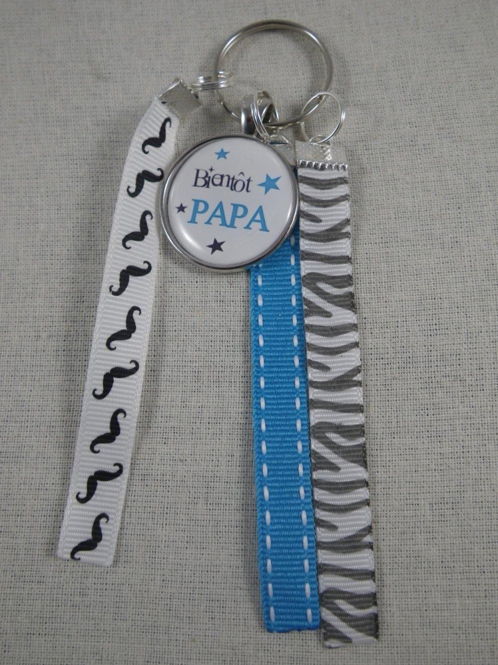 """Porte clés bleu et gris """"Bientôt papa"""""""