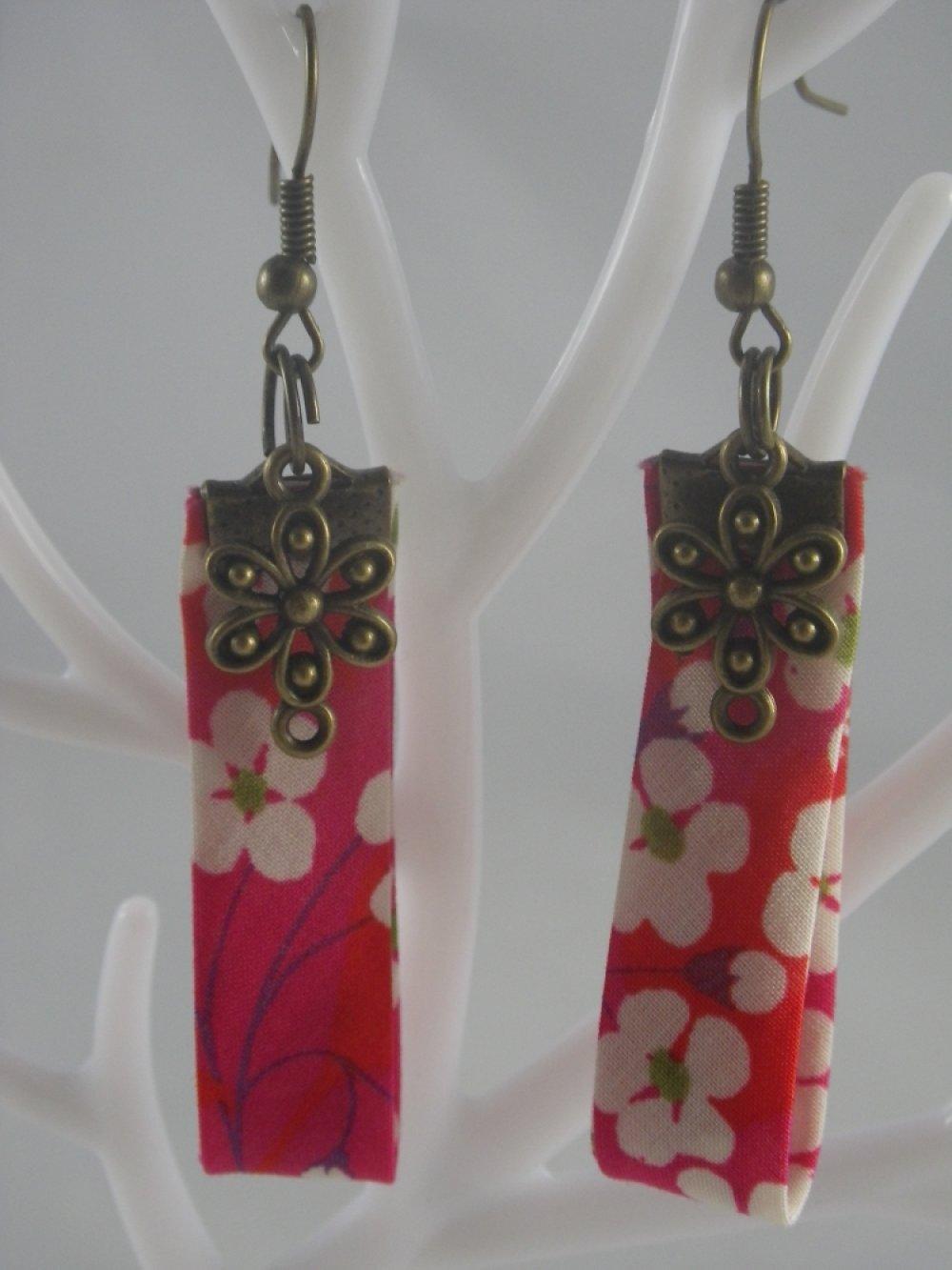 Boucles d'oreilles bronze, liberty rose et fleur