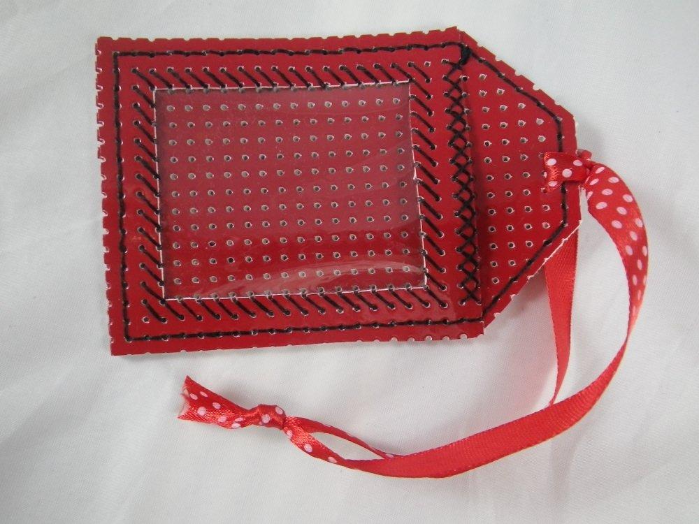 Etiquette rouge et noire en vinyle perforé pour bagages