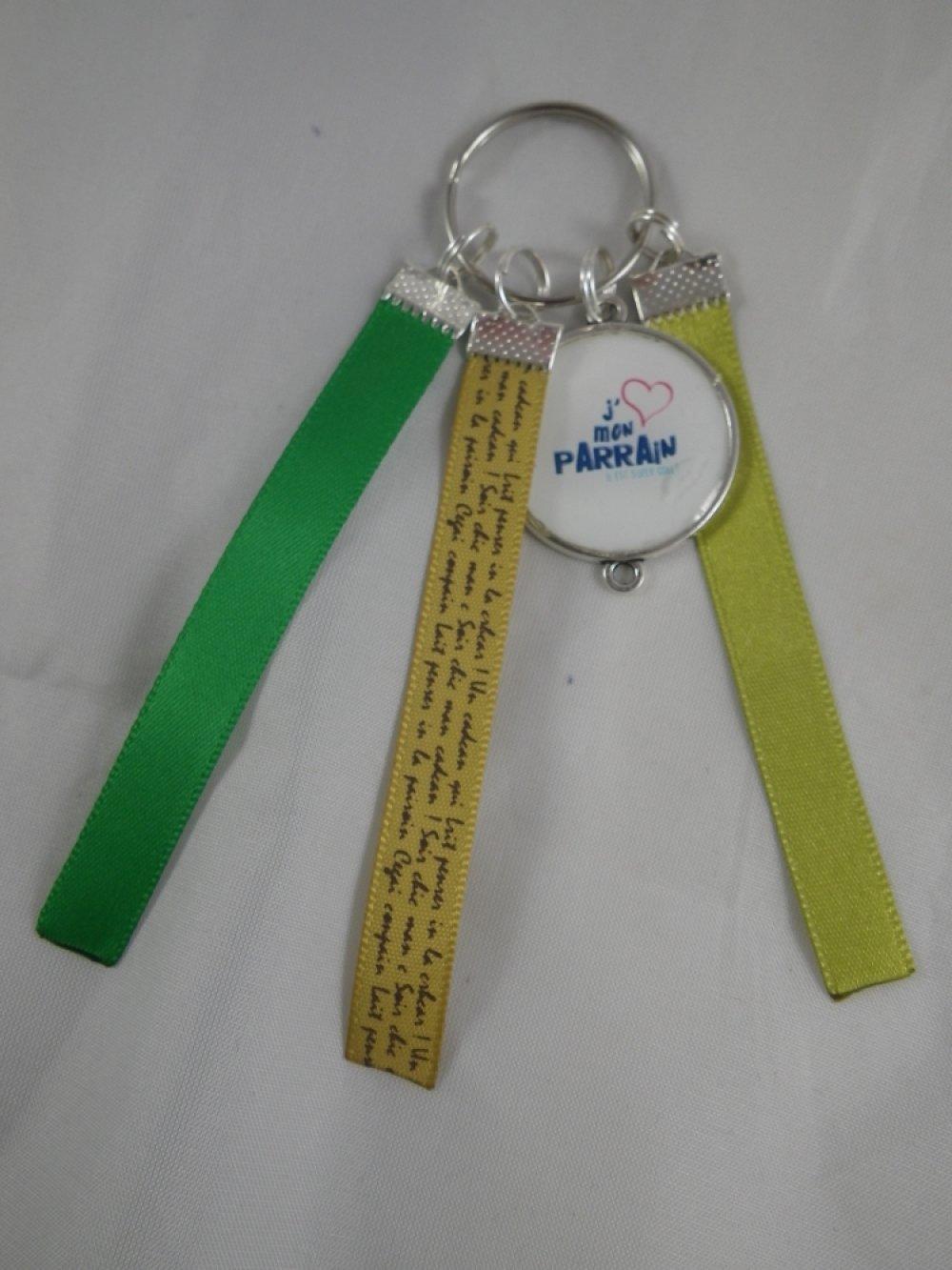"""Porte clés vert """"J'aime mon parrain"""""""