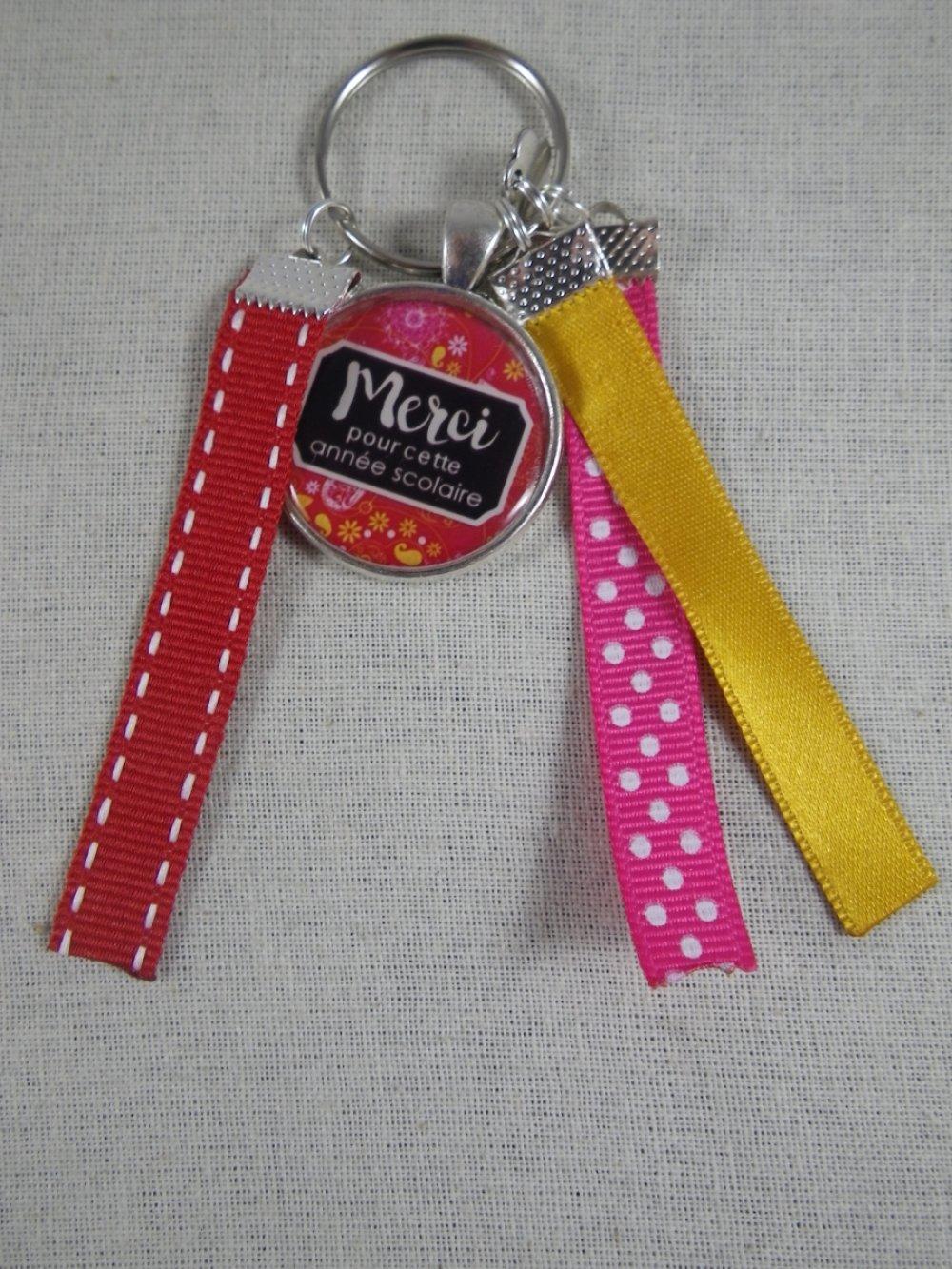 """Porte clés rose, rouge et jaune """"Merci pour cette année scolaire"""""""