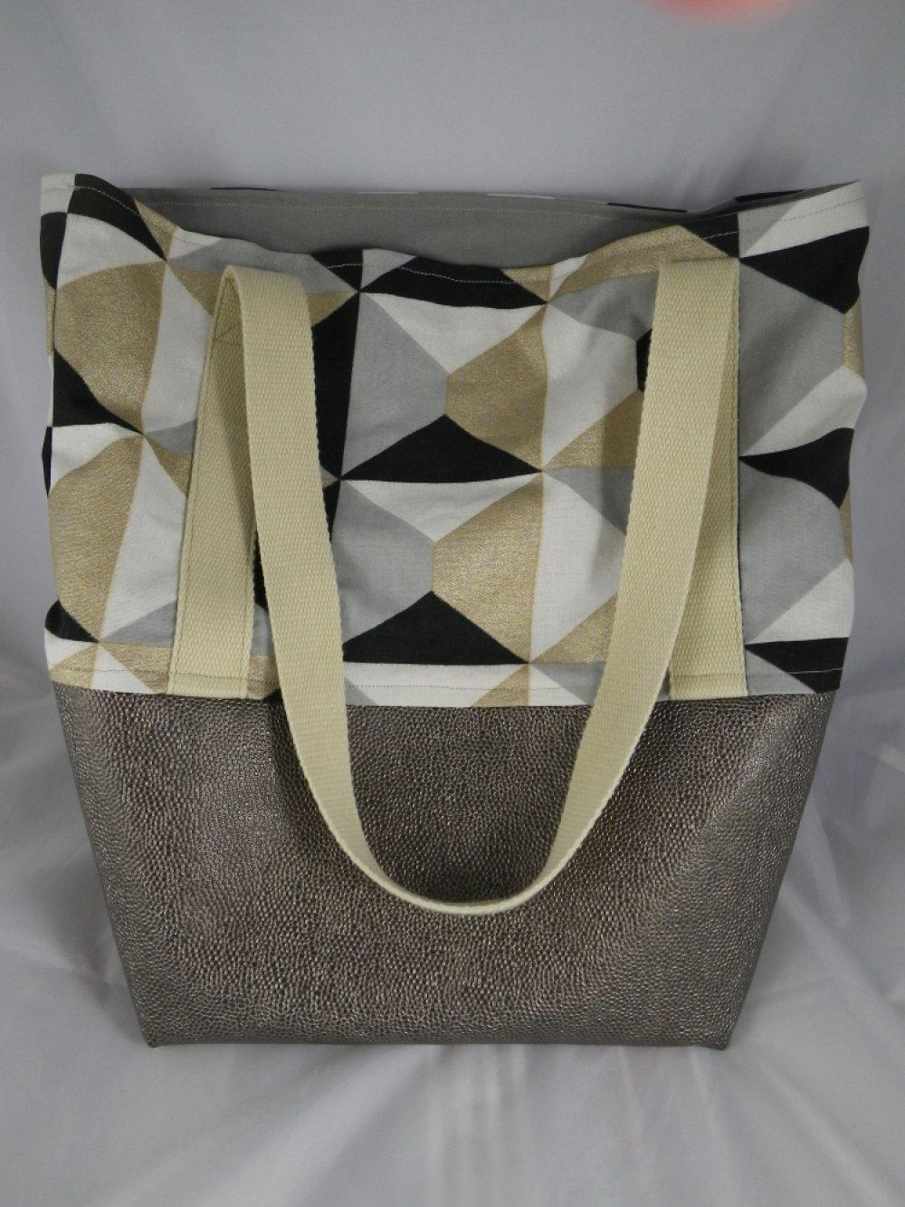 Sac à main cabas motifs géométriques noirs, gris, blancs et dorés