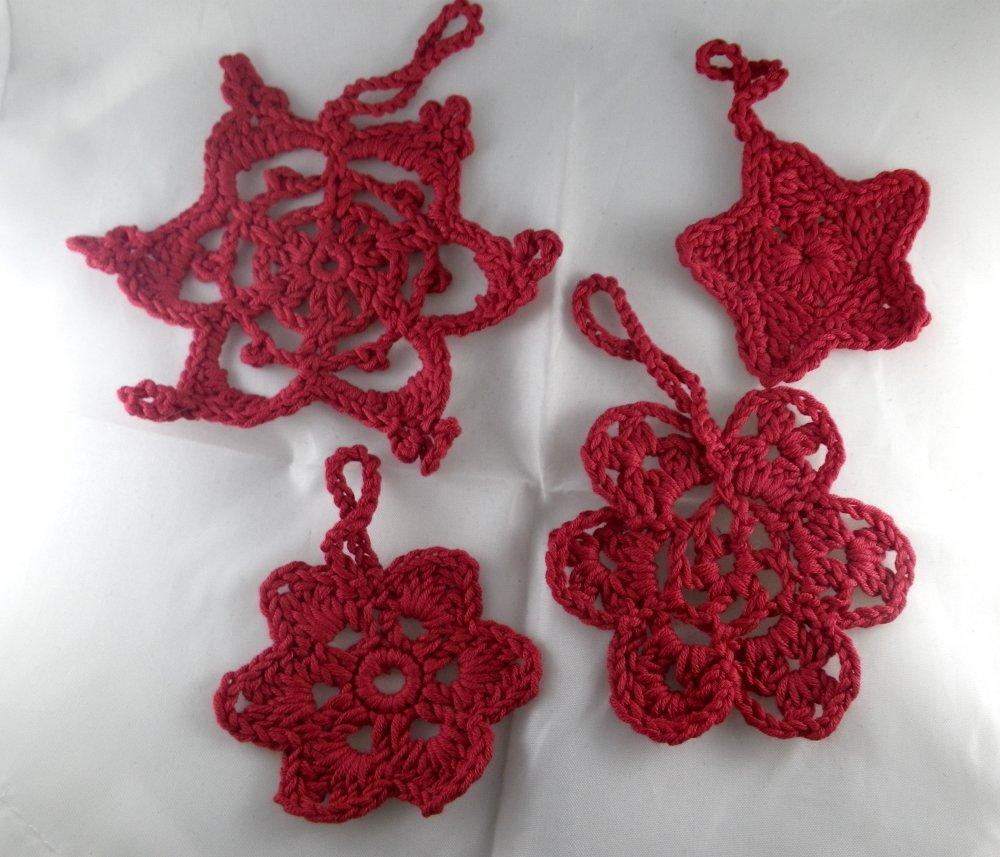 4 décorations de Noël rouges au crochet