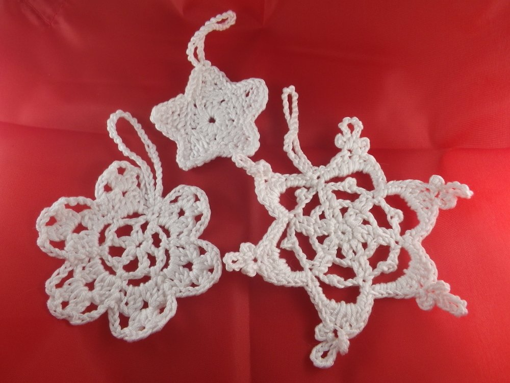 3 décorations de Noël blanches au crochet