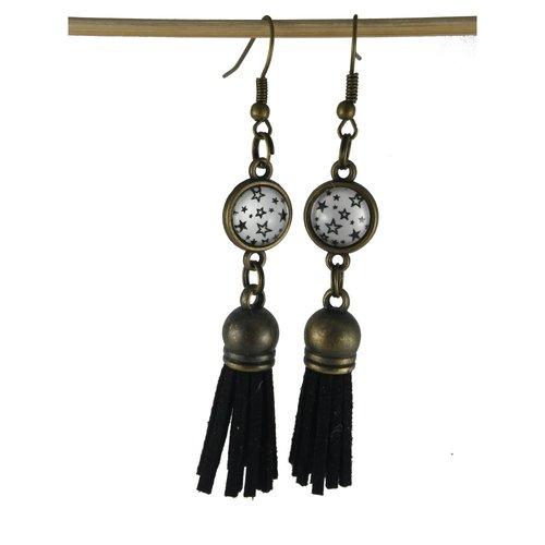 Boucles d'oreilles étoilées et pompon simili cuir noir