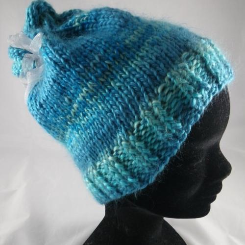 Bonnet  chiné bleu et son ruban