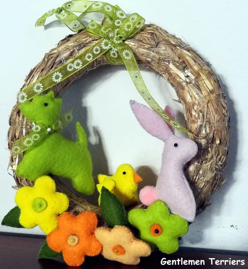 Couronne de Pâques avec figurine Westie.
