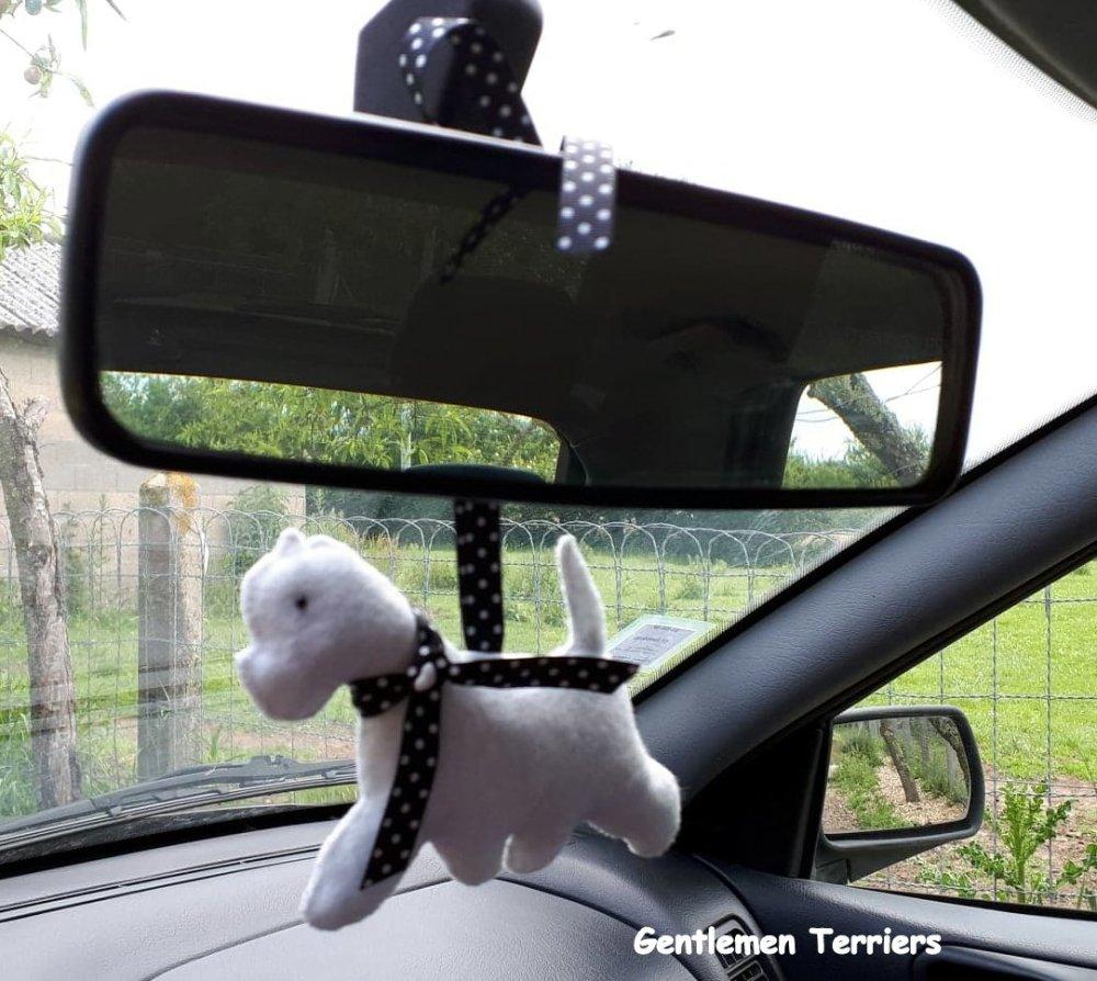 "Le Westie ""Car Friend"", figurine en feutrine faite main"