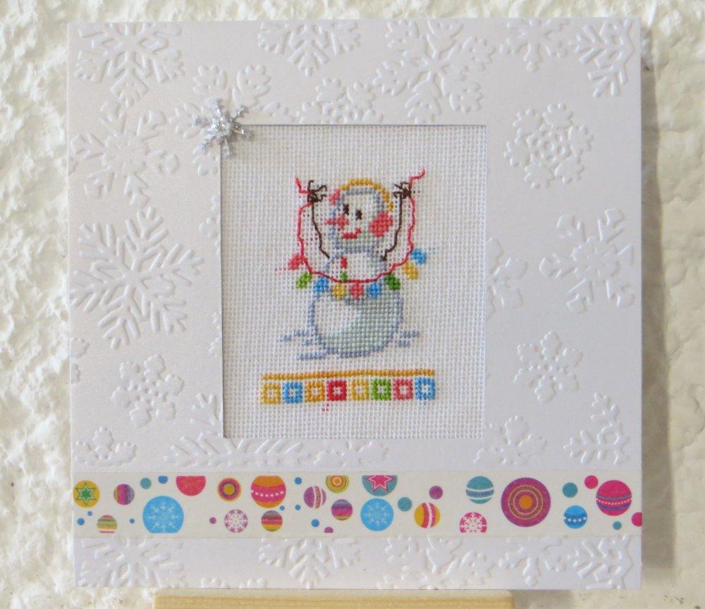 Carte de noël brodée point de croix : Bonhomme de neige aux flocons  - Noël - Voeux