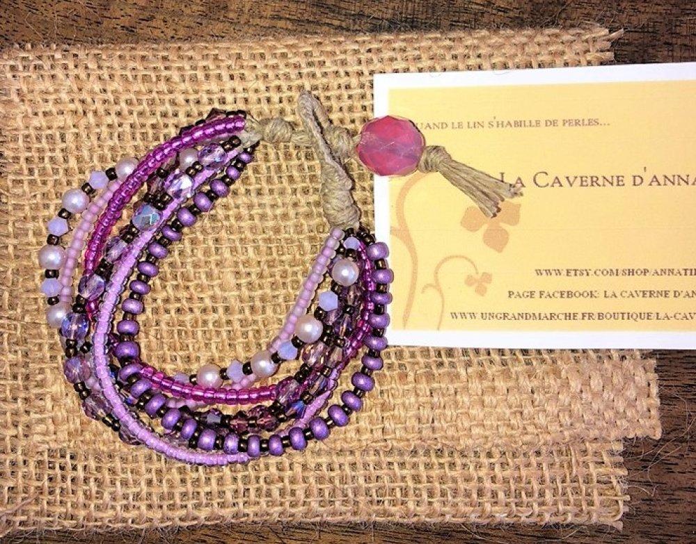 """Bracelet """" Tzigane""""  en lin et  7 rangées de rocailles et perles de verre dans les tons violets et mauves."""