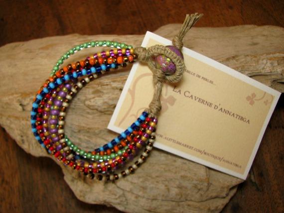 Bracelet en lin et 7 rangées de rocailles multicolores