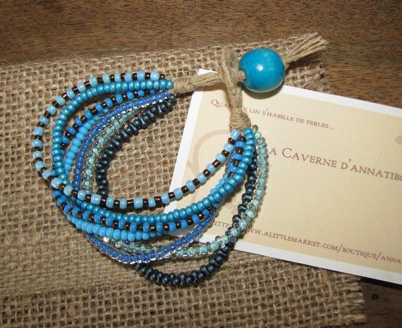 """Bracelet """" Tzigane""""  en lin et  7 rangées de rocailles et perles de verre dans les tons de bleu"""