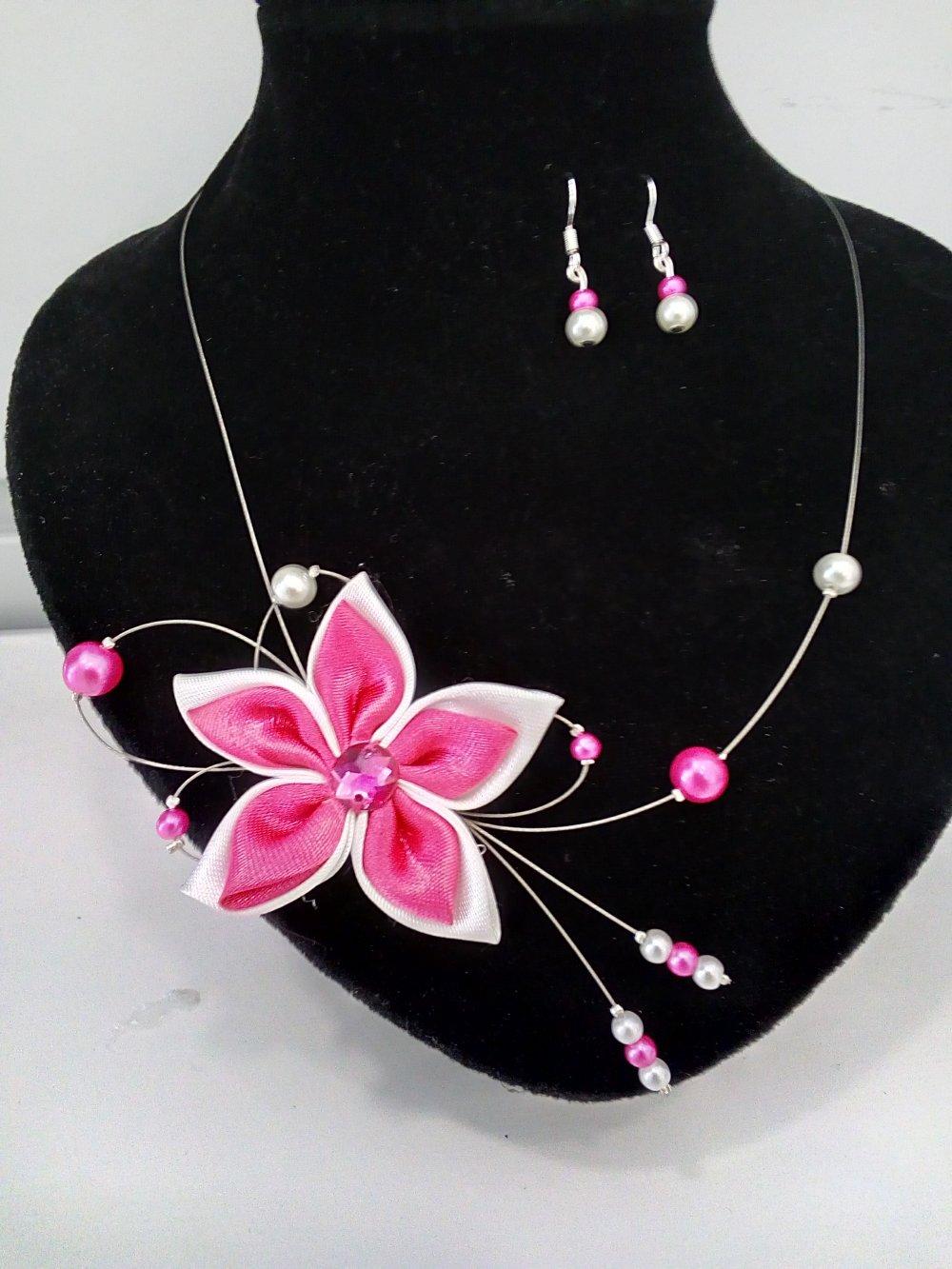 Parure bijoux fleur et perles nacrées fuchsia et blanc
