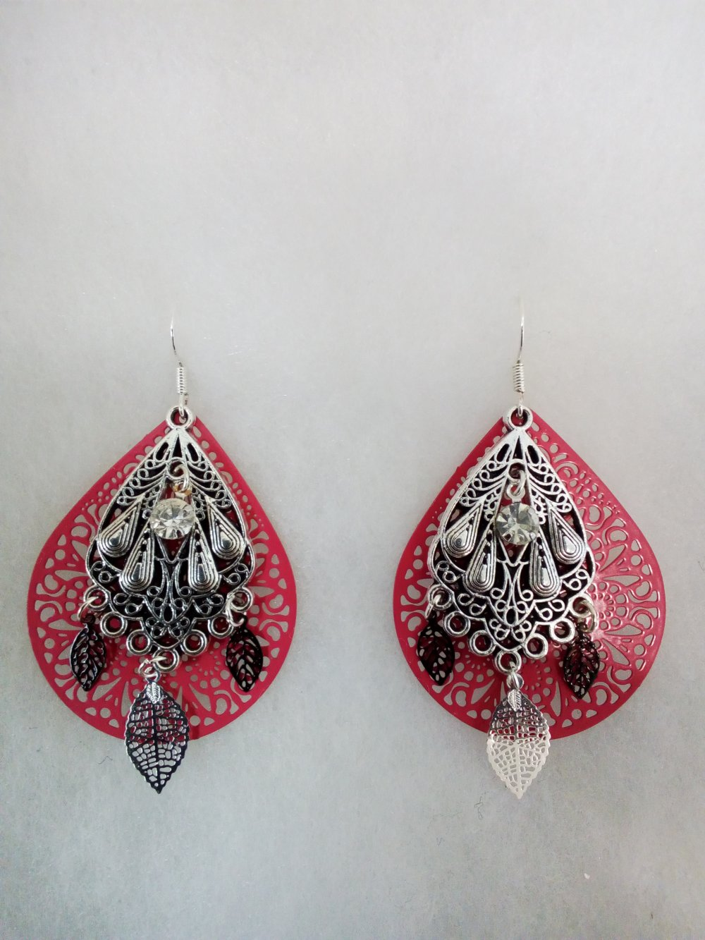 Boucles d'oreilles rose et argent pendantes avec strass
