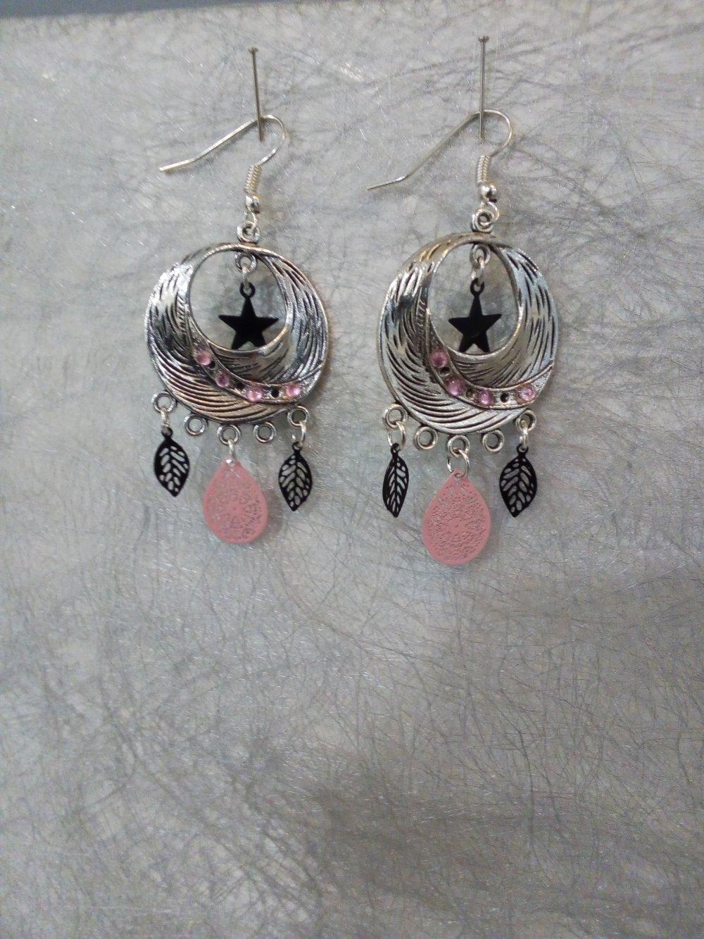 Boucles d'oreilles rose, argent et touche de noir pendantes