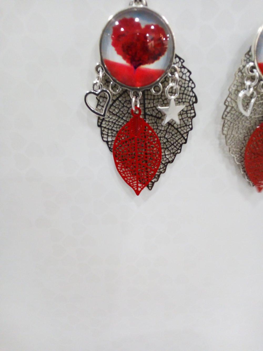 Boucles d'oreilles rouge et argent pendantes