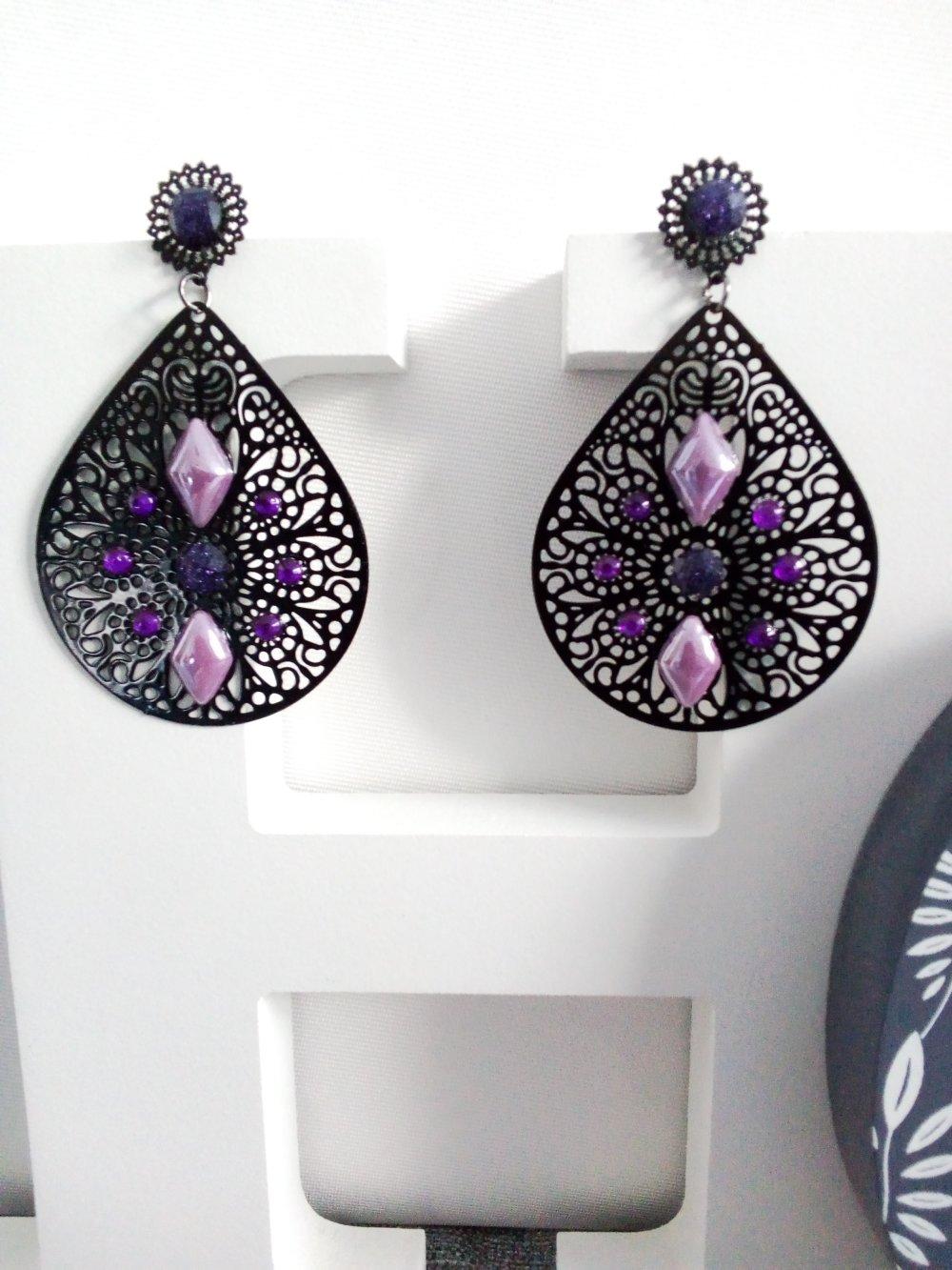 Boucles d'oreilles noir et violet et lilas pendantes