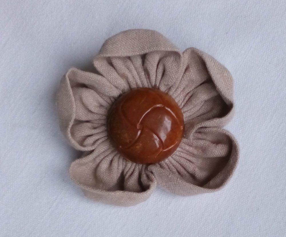 Broche fleur grise et marron