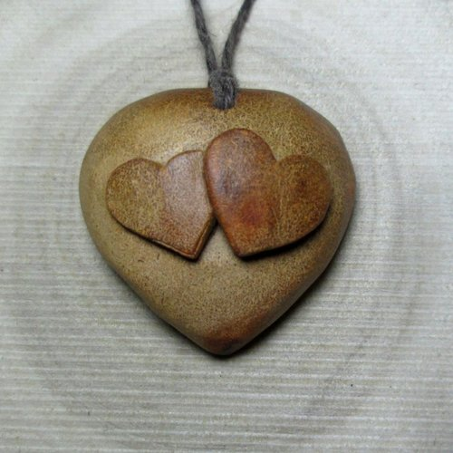 Bijou nos deux coeurs en un seul, pendentif sculpté, colllier fabrication artisanale