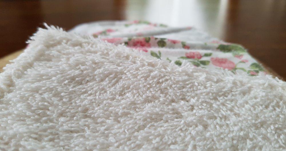 Lingettes lavables / Débarbouillettes zéro déchet rose et grise: Ghislaine la Baleine, pour bébé et maman