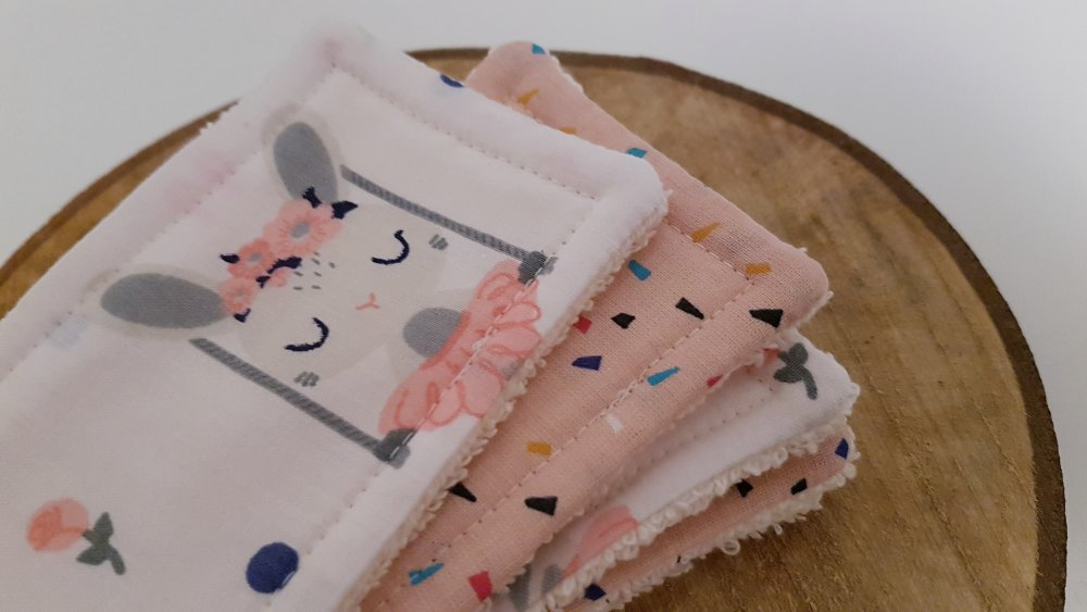 Lingettes lavables / Débarbouillettes zéro déchet rose et blanche: Ernestine la Lapine, pour bébé et maman